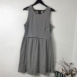 Old Navy   Sleeveless Pleated Striped Dress